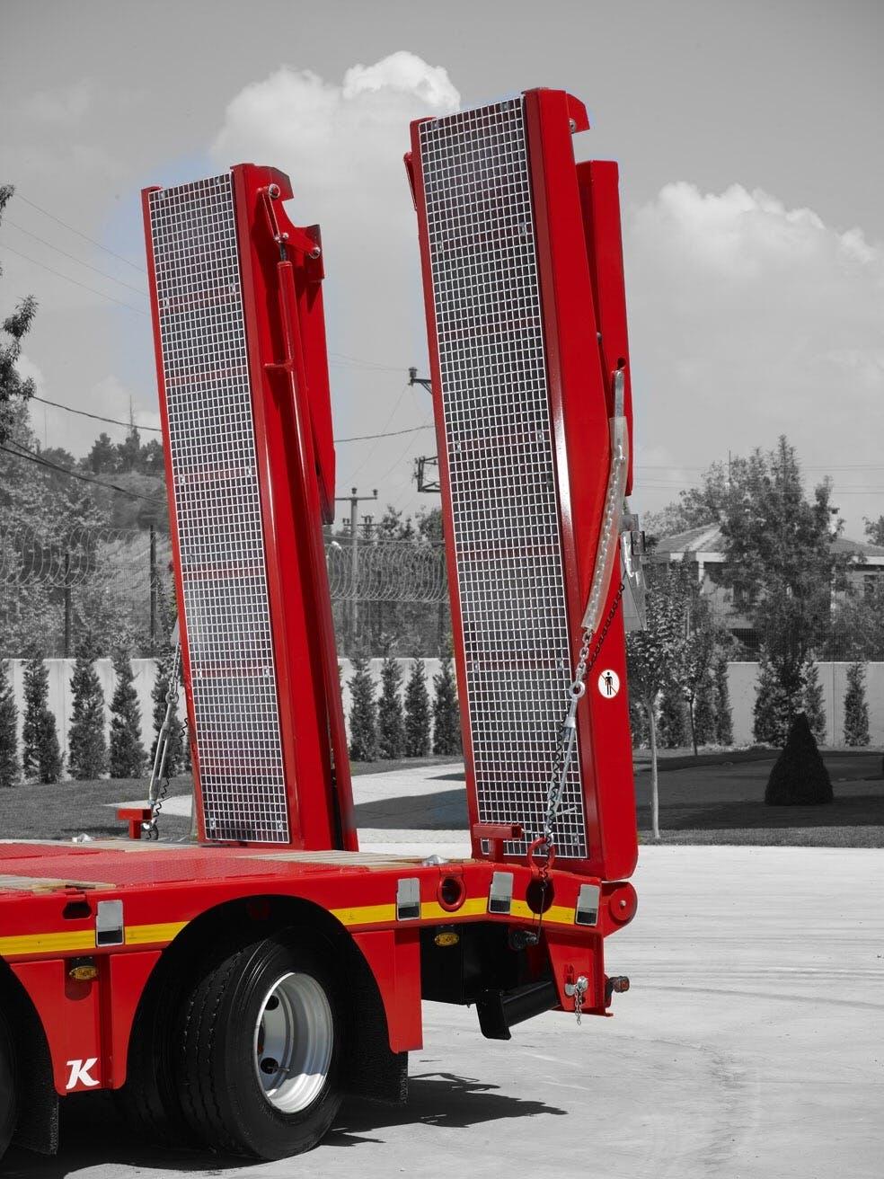 60 Ton kapasiteli, hidrolik indirilebilir galvanize kaplı çelik zeminli uzun veya kısa rampa seçenekleri